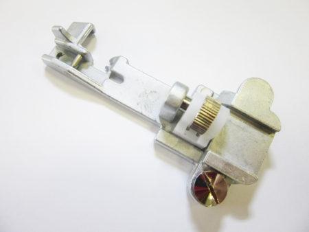 Patka pro přišívání gumy - pro overlocky Lucznik 720 D