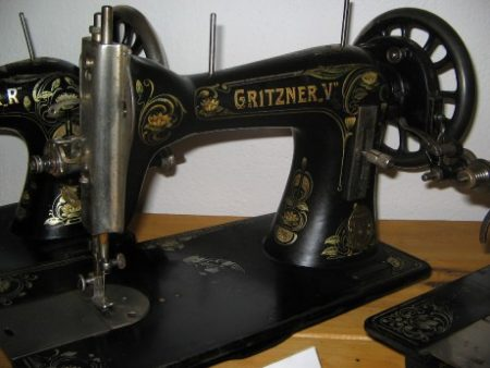 Starý šicí stroj Gritzner